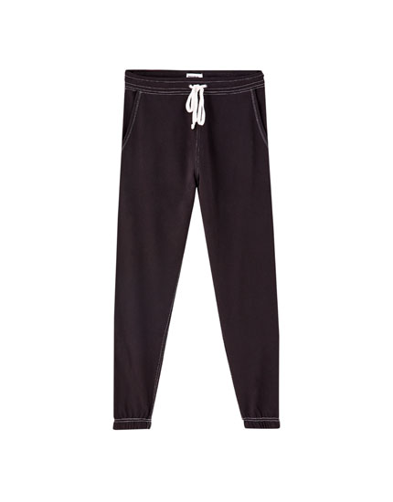 Joggers with contrast seams