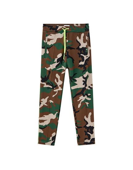 Camouflage joggers with neon drawstring