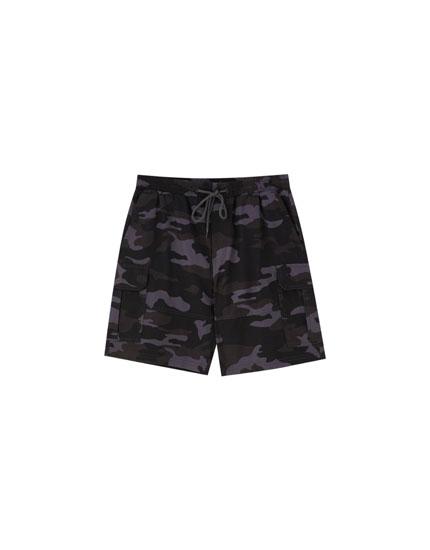 Camouflage cargo Bermuda shorts with drawstring