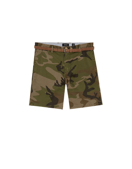 Calções bermuda tailored fit com estampado de camuflagem