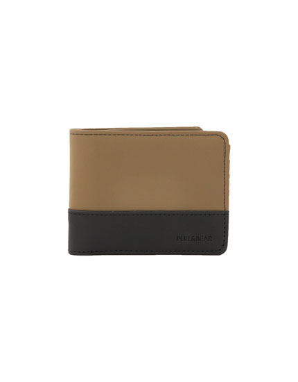 Wallet with rubberised panels