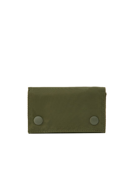 Nylon wallet with snap buttons