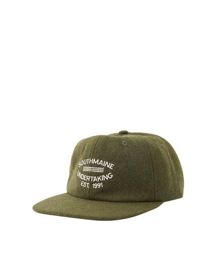 Kakigrüne Basecap mit Colour-Blöcken und Stickerei