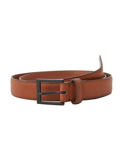 Buckled belt with seams