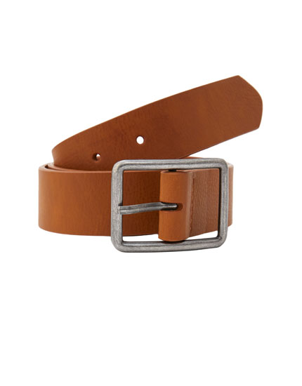 Basic buckled belt