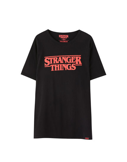 Playera Netflix Stranger Things negra con logo