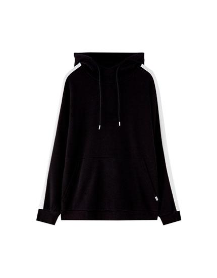 Džemperis ar kapuci un sānu svītru