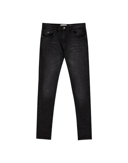 Jeans super skinny fit negro desgastado