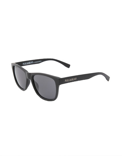 Smoky lens sunglasses