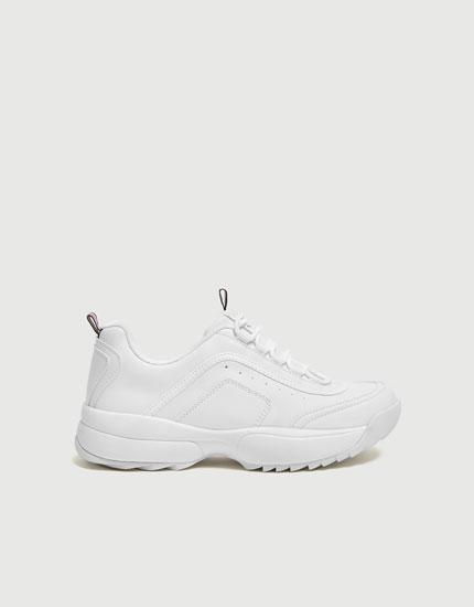 Loose fit sneakers med takket sål