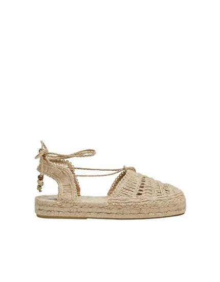 Flad naturfarvet sandal