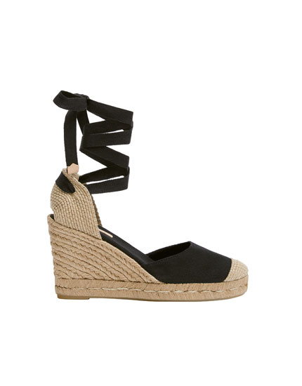 Black tie-up jute wedges