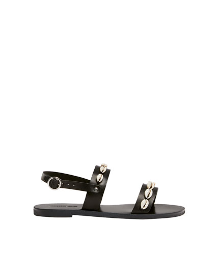 Leather sandals with shells