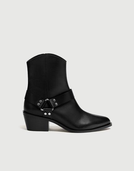 Sorte ankelstøvler i skind i cowboy-stil