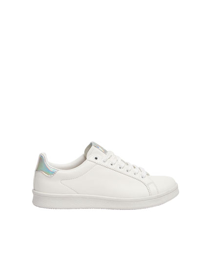 Trainers with iridescent heel tab