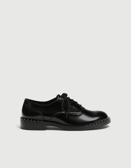 Brogues with stud detail