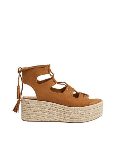 Sandales compensées lacées