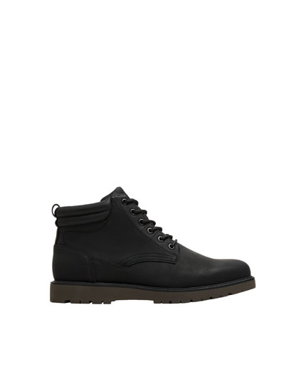 Black boots with zip detail