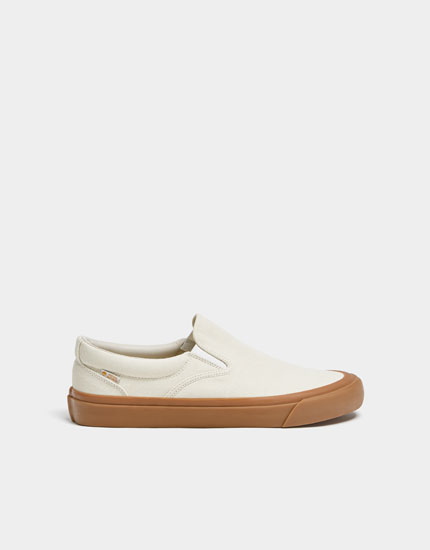 Plimsolls with elastic tabs