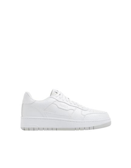Sayı detaylı beyaz spor ayakkabı