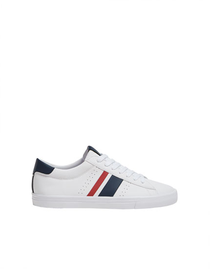 Trainers with side stripes