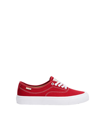 Finn Wolfhard by Pull&Bear pacific red trainers