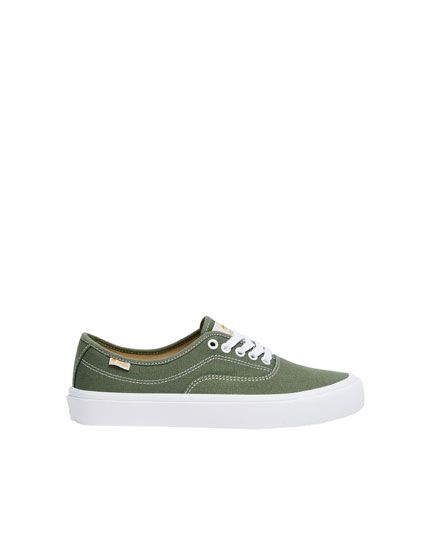 Finn Wolfhard by Pull&Bear pacific green trainers