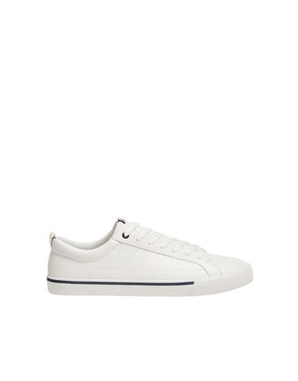 Weißer Sneaker mit Streifendetail