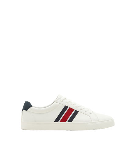 Pull sneakers with stripes