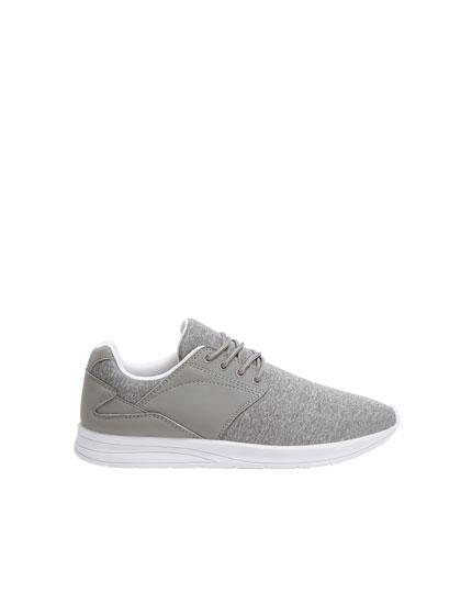 Grauer Basic-Sneaker