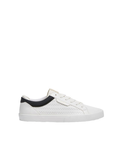 Perforated plimsolls with stripe