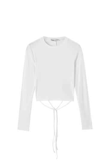 Maglietta bianca con schiena scoperta