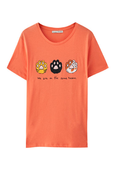 T-shirt with kitten paws illustration