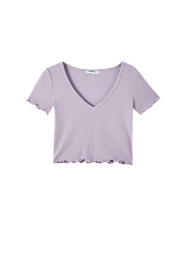 Укороченная футболка с V-образным вырезом