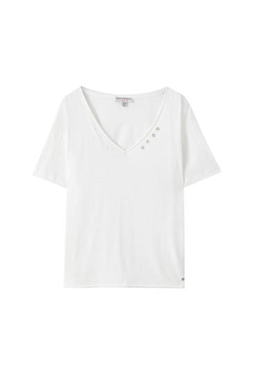 White T-shirt with decorative buttons on the neck