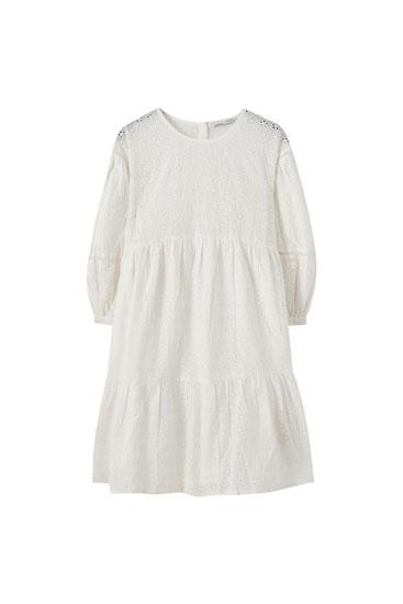 'Babydoll' stila kleita ar rišeljē izšuvumiem