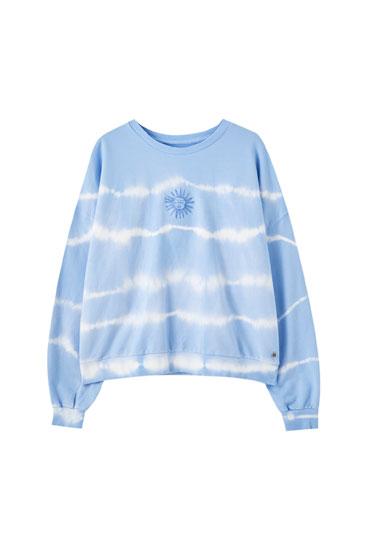 Batikots džemperis zilā krāsā ar saules apdruku