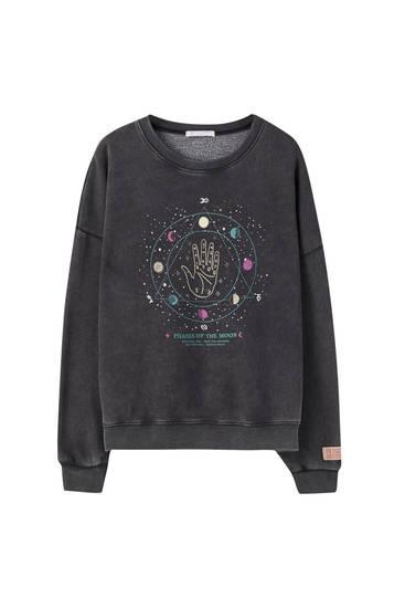 Acid wash sweatshirt with illustration