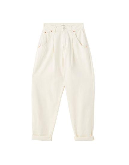 Базовые джинсы свободного кроя