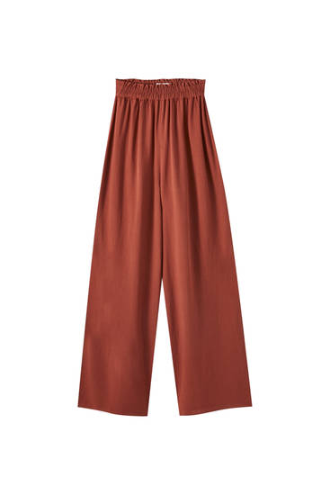 Flowing trousers with an elastic waistband