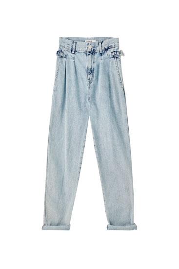 Jeans slouchy de cintura subida com pormenores