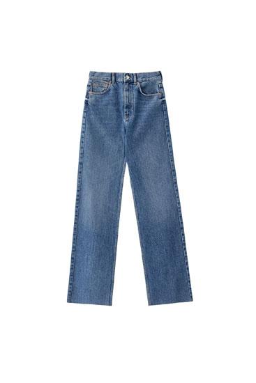Синие джинсы с высокой посадкой