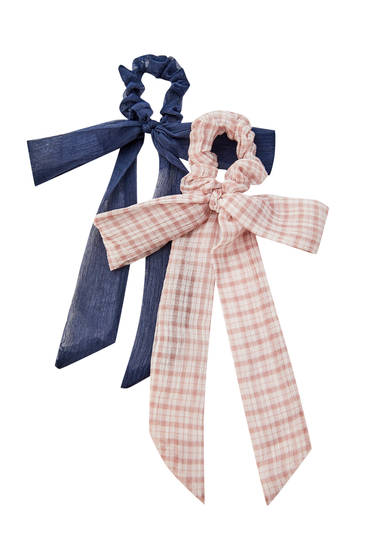 Pack of checked scrunchies with bow