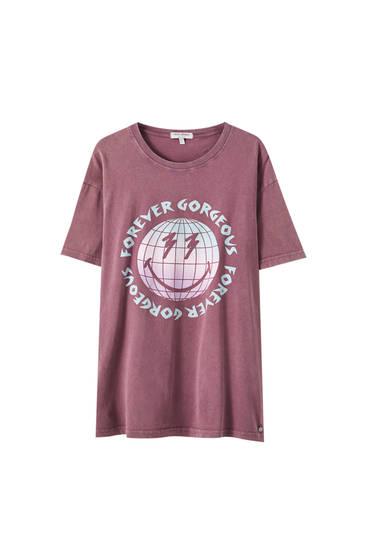 Rosafarbenes Shirt mit Motiv von Weltkugel und Gesicht