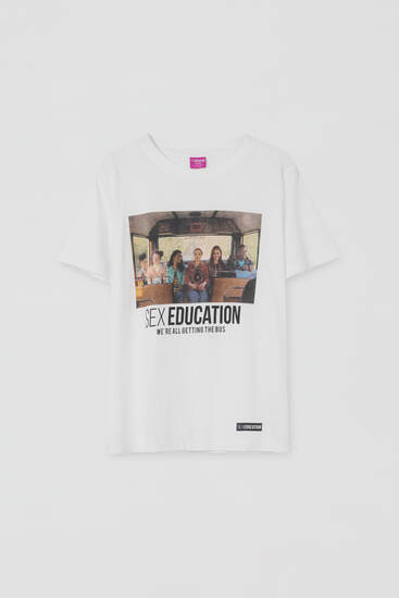 Camiseta Sex Education x Pull&Bear autobús