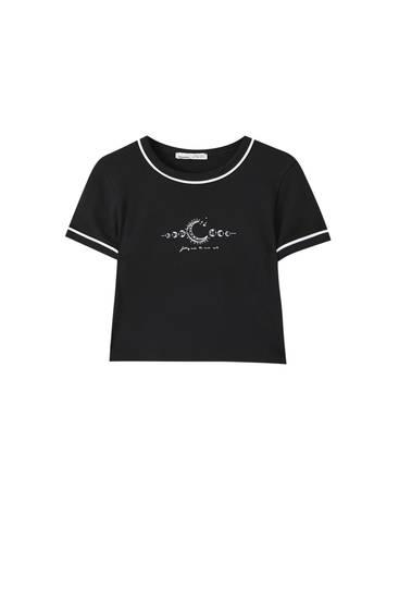 T-shirt illustration détails contrastants