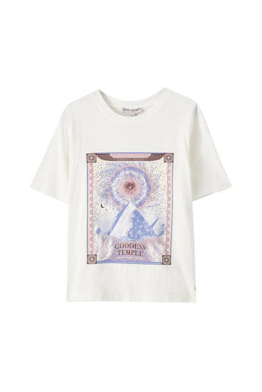 T-shirt with pyramids illustration