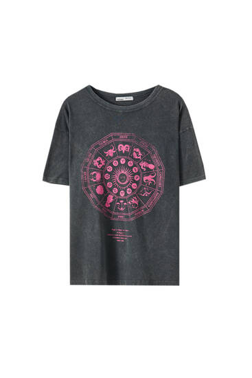 Schwarzes Shirt mit Illustration von Sonne und Mond