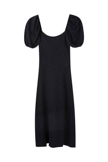 Платье с объемными рукавами и открытой спиной