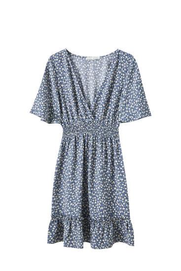 Синее платье со сборкой